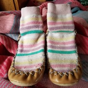 Size 10/11 (4-5y) Hanna Andersson Slippers